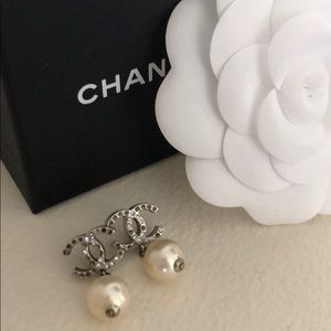 💯AUTH, Chanel CC pearl drop earrings, pre-loved